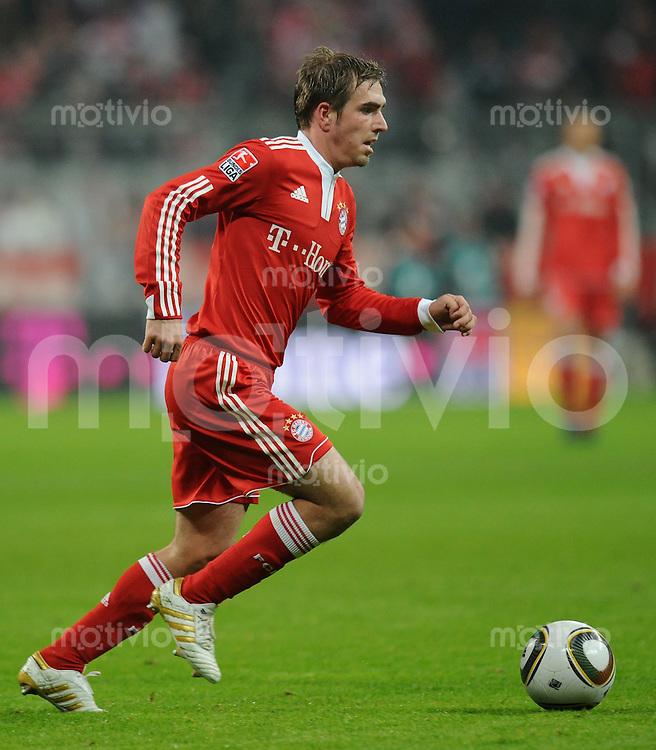 Fussball 1. Bundesliga   Saison   2009/2010  18. Spieltag  15.01.2010 FC Bayern Muenchen  - 1899 Hoffenheim Philipp Lahm  (FCB) am Ball