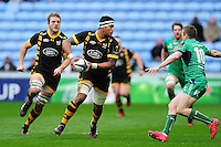 Nathan Hughes of Wasps looks to pass the ball. European Rugby Champions Cup match, between Wasps and Connacht Rugby on December 11, 2016 at the Ricoh Arena in Coventry, England. Photo by: Patrick Khachfe / JMP