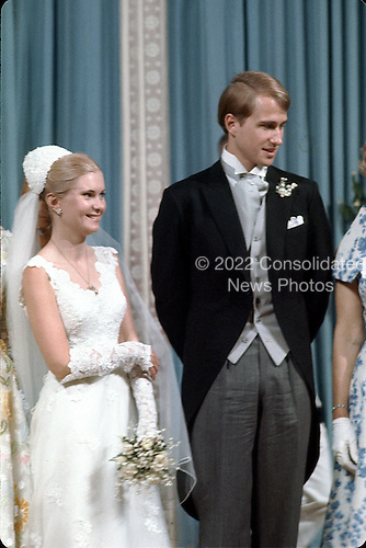 Washington, DC - June 12, 1971 -- Newlyweds Tricia Nixon Cox, left, and Edward Cox, right, stand in the receiving line at the White House in Washington, D.C. on Saturday, June 12, 1971 following their wedding ceremony in the Rose Garden.  .Credit: Pool via CNP