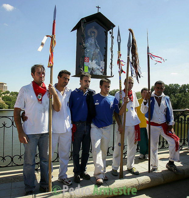 The man who made the fatal strike to kill the bull (C) poses with the team of bullfighters in front of the 'Virgen de la Pena' on the bridge into the village of Tordesillas, 13 September 2005. On the second Tuesday of September, since the fifteenth century the village has celebrated this very special bullfight called 'El toro de la Vega' (The bull of the plain). The arena of the bullfight is the plain across the river from the village and it is up to a number of young men with lances to dispute the honour of making the fatal strike. (c) Pedro ARMESTRE