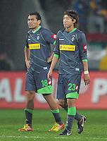 FUSSBALL   1. BUNDESLIGA  SAISON 2011/2012   16. Spieltag FC Augsburg - Borussia Moenchengladbach            10.12.2011 Juan Arango, Yuki Otsu (v. li., Borussia Moenchengladbach)
