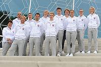SCHAATSEN: HEERENVEEN: 10-05-2016, IJSTADION THIALF, PRESENTATIE TEAM VICTORIE, &copy;foto Martin de Jong<br /> <br /> v.l.n.r. Desly Hill (hoofdcoach), Jelle Spruyt ass coach, Michel Mulder, Bart Swings, Jesper Hospes, Sjoerd de Vries, Kars Jansman, Willem Hoolwerf, Renate Groenewold (teammanager), Vanessa Bittner, Marije Joling, Carlijn Achtereekte