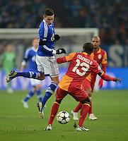 FUSSBALL  CHAMPIONS LEAGUE  ACHTELFINALE  Rueckspiel  2012/2013      FC Schalke 04 - Galatasaray Istanbul                   12.03.2013 Julian Draxler (FC Schalke 04) gegen Dany Nunkeu (re, Galatasaray Istanbul)