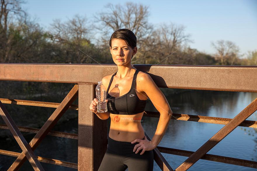 Sexy Woman drinking bottled water on Zilker Park Running ...