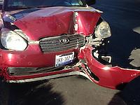 Querétaro, Qro. 29 de Diciembre de 2015.- Un auto compacto se impactó en contra de un poste al perder el control en el cruce de Avenida cimatario Luis Vega y Monroy el exceso de velocidad ocasionó la pérdida del control del conductor y no hubo personas lesionadas.