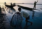 00019_04, Fishermen on the Niger River, Near Timbuktu, Mali, 1986<br />