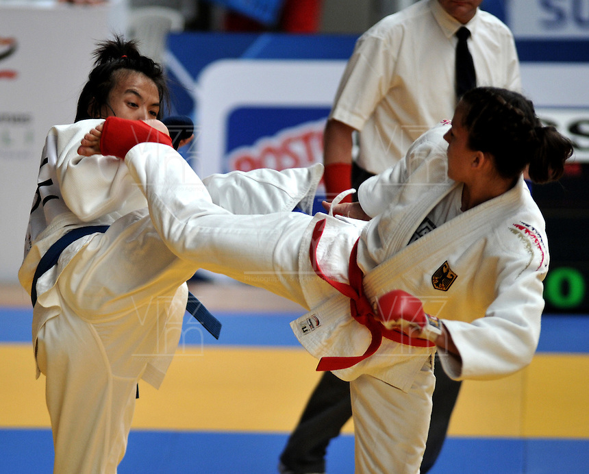 CALI – COLOMBIA – 30-07-2013: Combate de Ju Jitsu entre Sonnemann de Alemania y Hsiao de China Taioei en los IX Juegos Mundiales Cali, julio 30 de 2013. (Foto: VizzorImage / Luis Ramirez / Staff). Ju Jitsu Combat between Sonnemann from Germany and Hsiao from Chinese Taipei in the IX World Games Cali, July 30, 2013. (Photo: VizzorImage / Luis Ramirez / Staff).