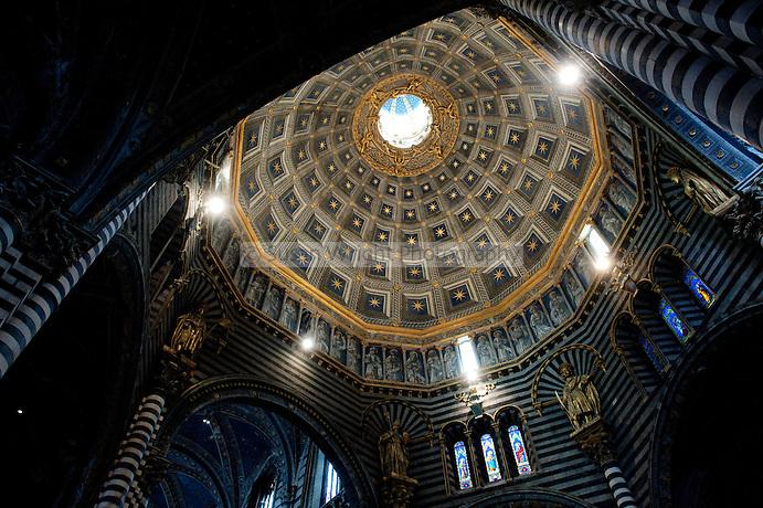 Interior of the Cathedral of Santa Maria Assunta (Il Duomo) 1220, Siena, Tuscany, Italy