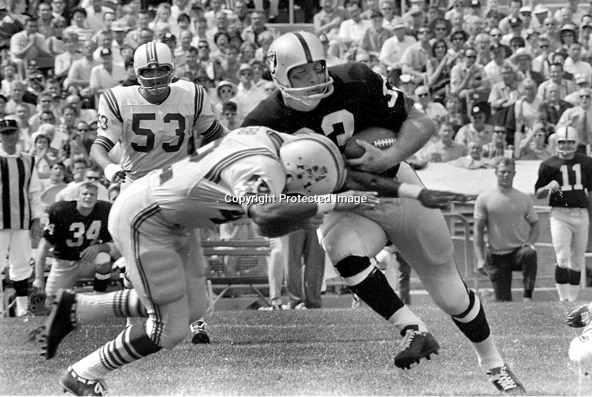 Raiders Billy Cannon against Boston  (1967/photo/Ron Riesterer)
