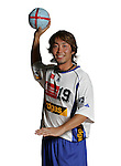 Handball Bundesliga 2005/2006 Autogrammkarten Concordia Delitzsch Shinnosuke UEMATSU (Concordia) Autogrammkarte, Portrait, Ball, lachend, Studio, Freisteller.