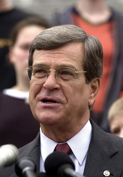 Lott1102600--Sen. Trent Lott, R-MS, speaks at a press conference discussing a new tax package setup, on the East Front steps, Thursday