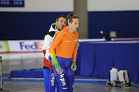 SCHAATSEN: CALGARY: Olympic Oval, 09-11-2013, Essent ISU World Cup, Jan van Veen (trainer/coach Team Corendon), Jan Blokhuijsen (NED), ©foto Martin de Jong