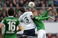 FUSSBALL   1. BUNDESLIGA   SAISON 2013/2014   9. SPIELTAG SV Werder Bremen - SC Freiburg                           19.10.2013 Aaron Hunt (re, SV Werder Bremen) gegen Fallou Diagne (li, SC Freiburg)