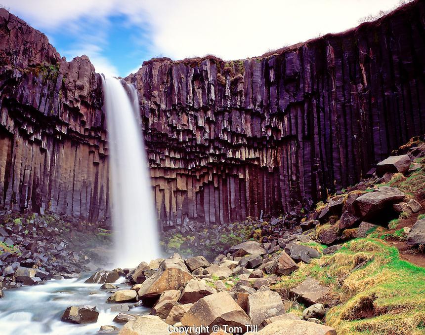 Svartifoss Falls Skaftafell National Park, Iceland North Atlantic Ocean May Columnar basalt rocks 45 V ICI