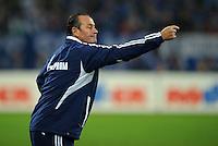 FUSSBALL   1. BUNDESLIGA   SAISON 2011/2012    9. SPIELTAG FC Schalke 04  - 1. FC Kaiserslautern                      15.10.2011 Trainer Huub STEVENS (Schalke) engagiert an der Seitenlinie