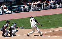 Barry Bonds hits career home run 715 to pass Hank Aaron for second place in the all-time home run lead at At&T Park in San Francisco Sunday May 28, 2006. (Alan Greth/Contra Costa Times)