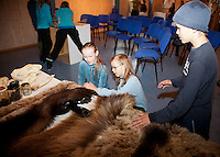 Learning about predators. All 11-years old in the county of Nord-Trøndelag can learn about predators like bear and wolf. In Predator-school, Rovdyrskolen.