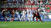 FUSSBALL   1. BUNDESLIGA  SAISON 2011/2012   1. Spieltag FC Augsburg - SC Freiburg            06.08.2011 Freistoss von Julian Schuster (li, SC Freiburg)