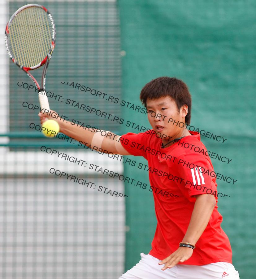 Tenis, World Championship U-14.World U-14 championship.Great Britain Vs. Korea.Peter Ashley Vs. Geon Ju Shin.Geon Ju Shin, returns.Prostejov, 04.08.2010..foto: Srdjan Stevanovic/Starsportphoto ©