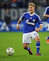 FUSSBALL   CHAMPIONS LEAGUE   SAISON 2012/2013   GRUPPENPHASE   FC Schalke 04 - Montpellier HSC                                   03.10.2012 Lewis Holtby (FC Schalke 04) Einzelaktion am Ball