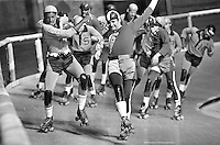 Roller Derby: Jolters vs. The Chiefs..in Oakland, 1971<br />(photo/Ron Riesterer)
