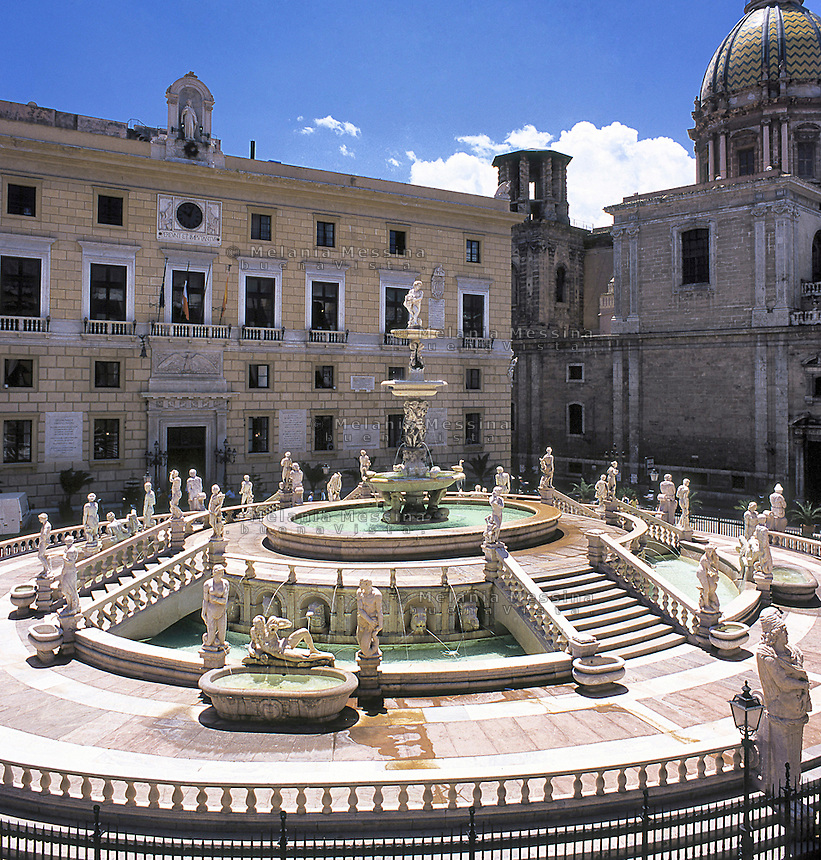 Piazza Pretoria and the Pretoria fountain.<br />