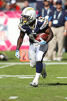 10/24/10 San Diego, CA: San Diego Chargers running back Darren Sproles #43 during an NFL game played at Qualcomm Stadium between the San Diego Chargers and the New England Patriots. The Patriots defeated the Chargers 23-20.