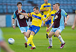 Drogheda United St Johnstone...07.07.11  Pre-season Friendly.Frazer Wright gets between Peter McMahon and Jordan White.see story by Gordon Bannerman Tel: 07729 865788.Picture by Graeme Hart..Copyright Perthshire Picture Agency.Tel: 01738 623350  Mobile: 07990 594431