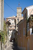 Europe/France/Languedoc-Roussillon/30/Gard / Saint-Quentin-la-Poterie: Ruelle et eglise du village
