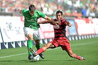 FUSSBALL   1. BUNDESLIGA   SAISON 2011/2012    3. SPIELTAG SV Werder Bremen - SC Freiburg                             20.08.2011 Sokratis PAPASTATHOPOULOS (li, Bremen) Yacine ABDESSADKI (re, Freiburg)