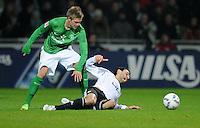 FUSSBALL   1. BUNDESLIGA   SAISON 2011/2012    16. SPIELTAG SV Werder Bremen - VfL Wolfsburg          10.12.2011 Florian Trinks (li, SV Werder Bremen) im Zweikampf mit Chris (re, VfL Wolfsburg)