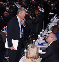Fussball International Ausserordentlicher FIFA Kongress 2016 im Hallenstadion in Zuerich 26.02.2016 David GILL (li, England, FIFA-Exekutivkomitee) im Gespraech mit FA Chairman Greg Dyke (re, England)