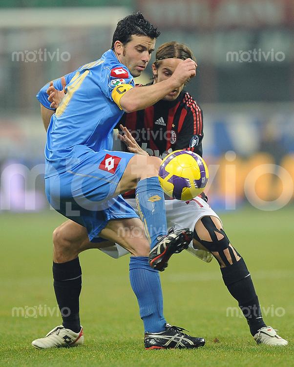FUSSBALL INTERNATIONAL   SERIE A   SAISON 2008/2009    AC Mailand - Udinese Calcio                  21.12.2008 Luca Antonini (re, AC) gegen  Antonio di Natale (Udinese)