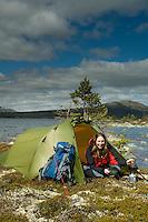 Jente i teltåpning på øy i Rogen ---- Girl in front of tent on island on lake Rogen
