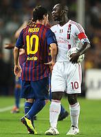 FUSSBALL   CHAMPIONS LEAGUE   SAISON 2011/2012   GRUPPE  H 13.09.2011 FC Barcelona - AC Mailand  Lionel Messi (li, Barca) mit Clarence Seedorf (re, AC Mailand)