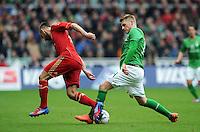 FUSSBALL   1. BUNDESLIGA   SAISON 2011/2012   32. SPIELTAG SV Werder Bremen - FC Bayern Muenchen               21.04.2012 Diego Contento (li, FC Bayern Muenchen) gegen Aaron Hunt (re, SV Werder Bremen)