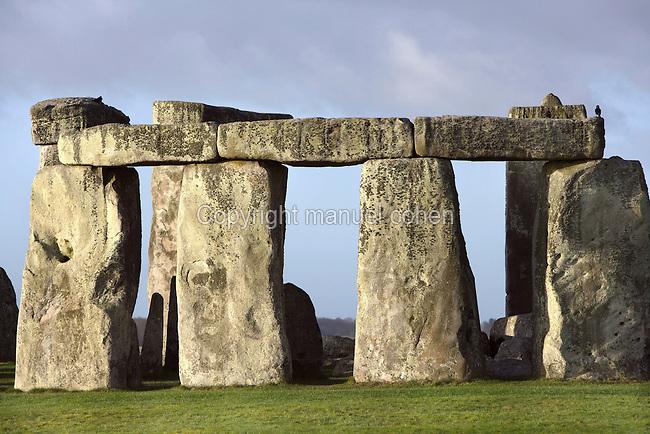 Circle of Sarsen stones with lintels, surrounding a Horseshoe of Sarsen Trilithons, Stonehenge, Neolithic and Bronze Age megalithic monument, 3050 - 1500 BC, Salisbury, Wiltshire, England, UK. Picture by Manuel Cohen