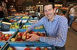 Foto: VidiPhoto<br /> <br /> NIJKERK - Portret van LTO-bestuurslid en fruitteler Wessel van Olst uit Ressen, Gelderland.