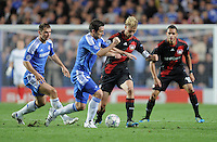 FUSSBALL   CHAMPIONS LEAGUE   SAISON 2011/2012     13.08.2011 FC Chelsea London - Bayer 04 Leverkusen Simon Rolfes (Mitte re, Bayer 04 Leverkusen) gegen Frank Lampard (Mitte li, FC Chelsea) beobachtet von Branislav Ivanovic (li, FC Chelsea) und Renato Augusto (re, Bayer 04 Leverkusen)