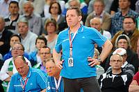 Trainer Alfred Gislason (THW) verfolgt das Spiel