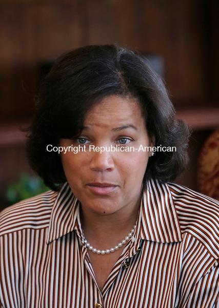 HARTFORD, CT. 08 MARCH 2006- 030806BZ10- <br /> Jennifer Smith Turner, of Smith Associates L.L.C.<br /> Jamison C. Bazinet Republican-American