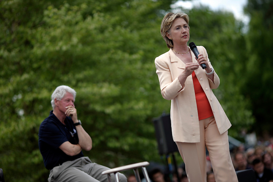 Democratic Presidential candidate and U.S. Senator Hillary Clinton (D-NY) and her husband, former U.S. President Bill Clinton, campaign in Nashua, New Hampshire July 13, 2007.<br /> Photo by Brooks Kraft/Corbis