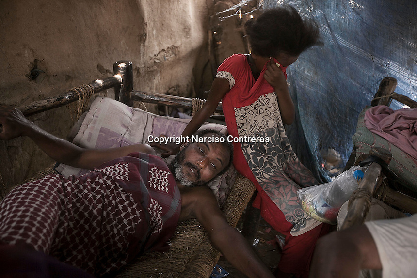 Tuesday 07 July, 2015: A displaced family from the heavy fighting in Haradh bordertown is seen in a temporary settlement at the outskirts of Beni Hassan in Hajjah province, Northwest of Yemen. (Photo/Narciso Contreras)