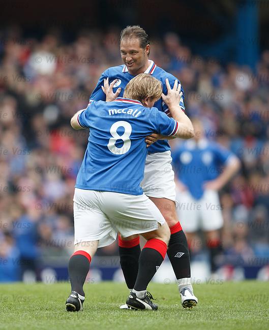 Stuart McCall and Lorenzo Amoruso having a shoving match over a free-kick