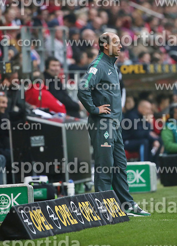 01.11.2014, Coface Arena, Mainz, GER, 1. FBL, 1. FSV Mainz 05 vs SV Werder Bremen, 10. Runde, im Bild v.l.: Bremen-Trainer Viktor Skripnik // during the German Bundesliga 10th round match between 1. FSV Mainz 05 and SV Werder Bremen at the Coface Arena in Mainz, Germany on 2014/11/01. EXPA Pictures &copy; 2014, PhotoCredit: EXPA/ Eibner-Pressefoto/ Neurohr<br /> <br /> *****ATTENTION - OUT of GER*****