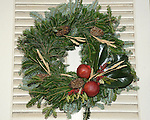 "Christmas wreath Colonial Williamsburg Virginia, Colonial Williamsburg Virginia is historic district 1699 to 1780 which made colonial Virgnia's Capital, for most of the 18th century Williamsburg was the center of government education and culture in Colony of Virginia, George Washington, Thomas Jefferson, Patrick Henry, James Monroe, James Madison, George Wythe, Peyton Randolph, and others molded democracy in the Commonwealth of Virginia and the United States, Motto of Colonial Williamsburg is ""The furture may learn from the past,"" Colonial Williamsburg Virginia,Colonial Williamsburg Virginia, American Revolution Virginia Colony, James River, York River, Middle Plantation, Jamestown, Yorktown, 1607, Native American, Powhatan Confederacy, House of Burgesses, William and Mary,"