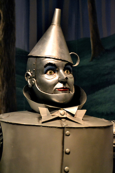 tin man from wizard of oz at the oz museum in wamego