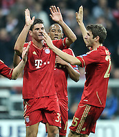 FUSSBALL   CHAMPIONS LEAGUE   SAISON 2011/2012     02.11.2011 FC Bayern Muenchen - SSC Neapel Jubel nach dem Tor Mario Gomez , Thomas Mueller (v. li., FC Bayern Muenchen)