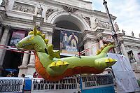 Roma 13 Ottobre 2011.Indignati presidiano e si accampano in via Nazionale nei pressi di palazzo Koch sede di Bankitalia.secondo giorno sulla scalinata del Palazzo delle Esposizioni .Il drago simbolo di questa protesta