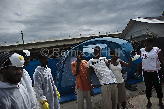 © Remi OCHLIK/IP3 - Port Au Prince on 2010 november 10 - Up to 200,000 Haitians could contract cholera as the outbreak which has already killed 800 is set to spread across the battered Caribbean nation of nearly 10 million, the United Nations said on Friday..Cholera treatment center of Sarthe  - People suffering of Cholera are treated by MSF ( medecins sans frontiere )